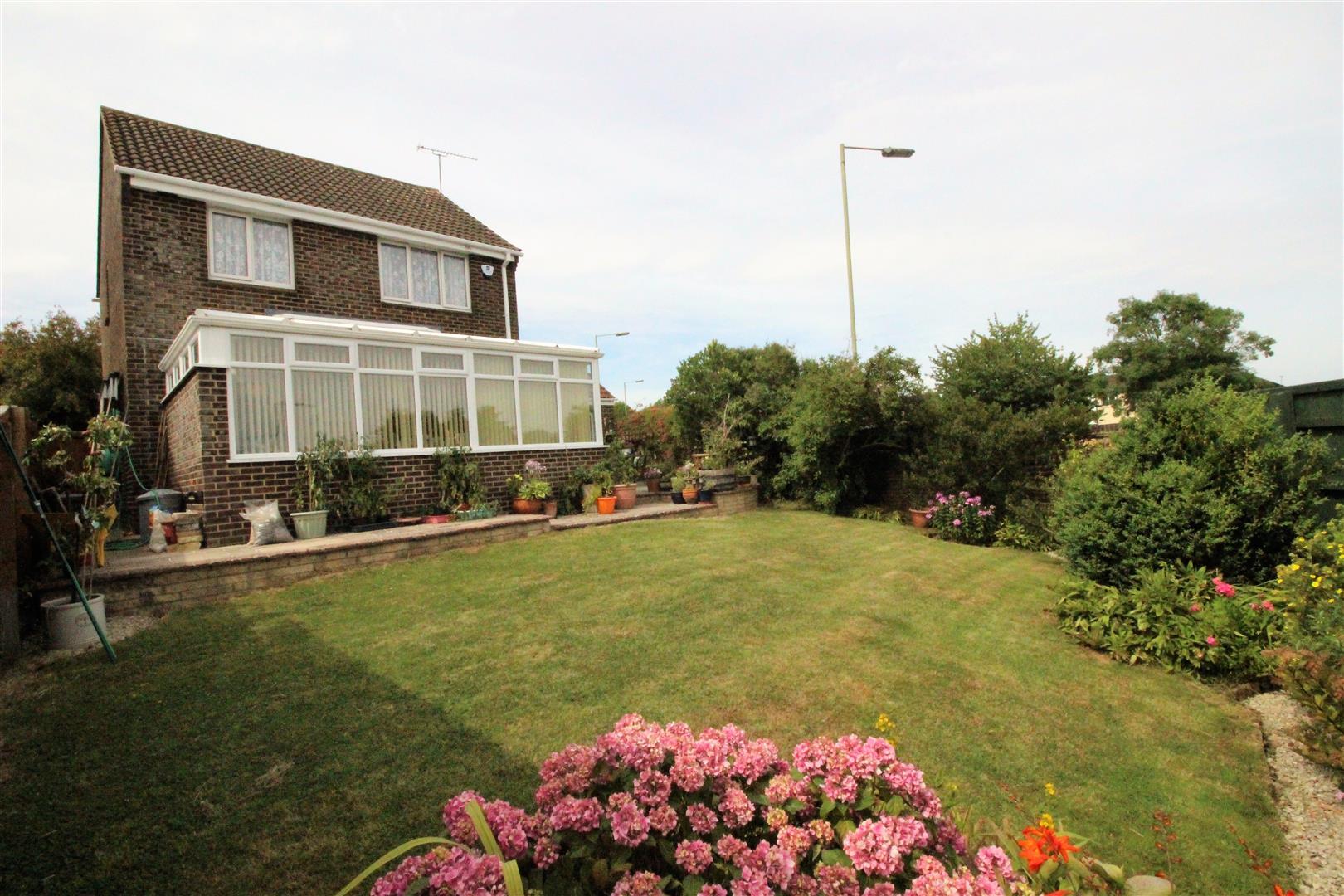 3 Bedrooms Property for sale in Castlefield Close, Eastleaze, Swindon